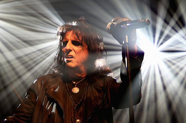 Alice Cooper tendrá en su próximo disco a McCartney, Dave Grohl y Johnny Depp