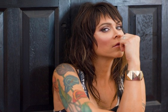 "El sonido blusero de Beth Hart reluce en ""Might As Well Smile"""
