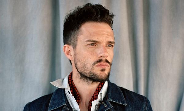 Brandon Flowers dice que los músicos no deberían tener miedo tras los atentados en París