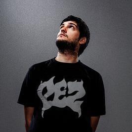 Santi Aysine participa en el nuevo videoclip de León Rogani