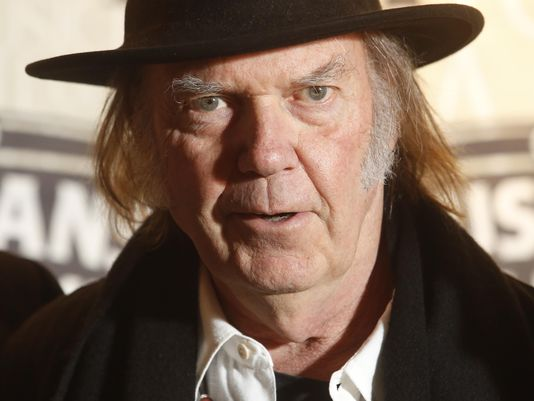 Neil Young publicará en junio un inusual álbum en vivo