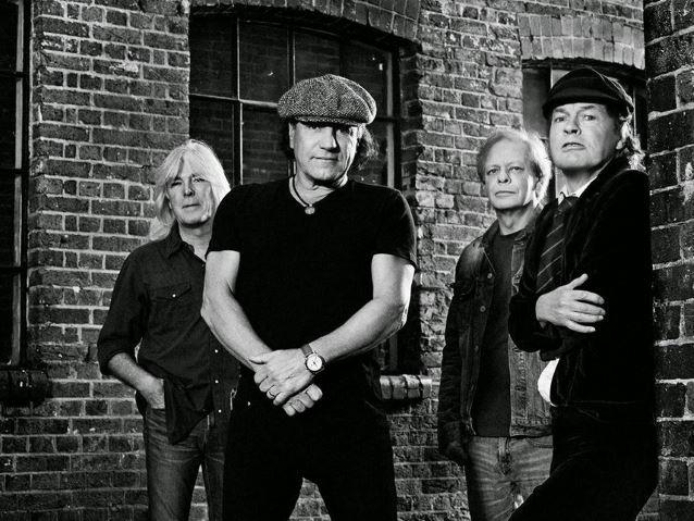 Para Roger Daltrey, la gira de AC/DC sin Brian Johnson es un «karaoke»