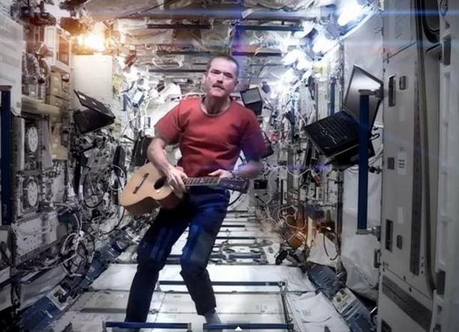 El astronauta Chris Hadfield publicará un disco grabado en el espacio