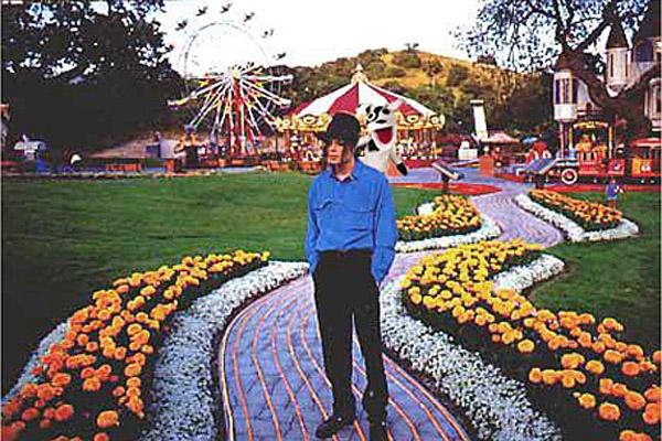Neverland, el hogar soñado por Michael Jackson, sale a la venta por 100 millones de dólares