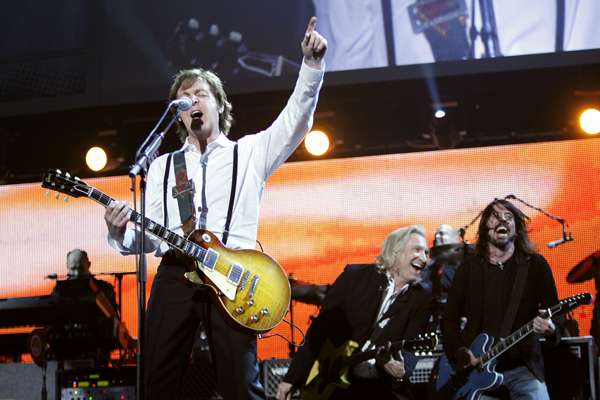 "Paul McCartney tocó ""Get Back"" con Ringo Starr y Ronnie Wood"