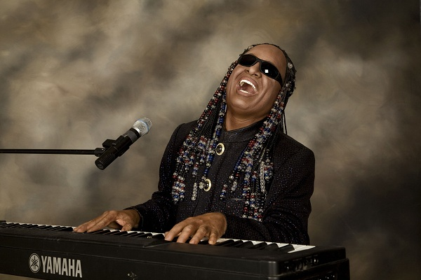 Stevie Wonder defiende a Bruno Mars