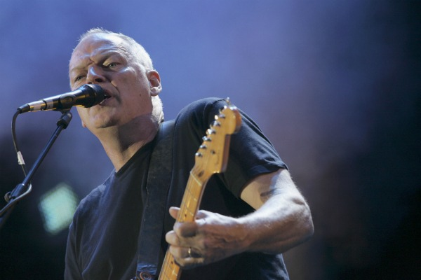 "David Gilmour estrenó el videoclip de ""Rattle That Lock"""