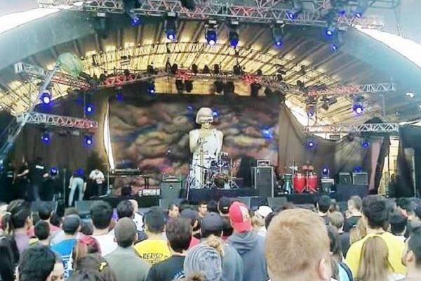 El baterista de Don Osvaldo cuenta la verdad sobre la escenografía en Baradero