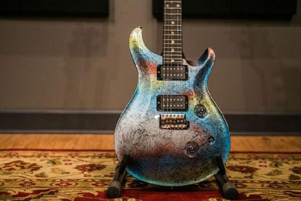 Lanzan una guitarra en homenaje a Gustavo Cerati