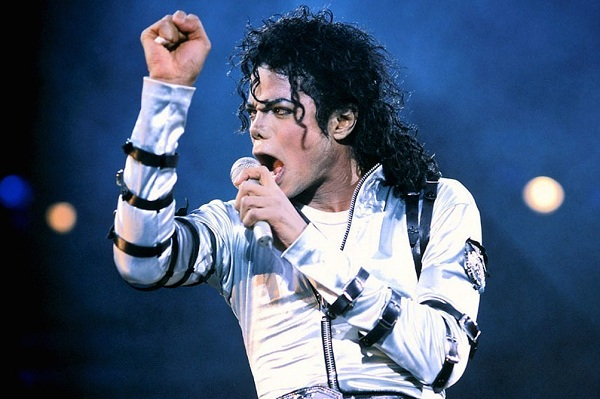 "Mark Ronson rinde homenaje a Michael Jackson con ""Diamonds Are Invincible"""