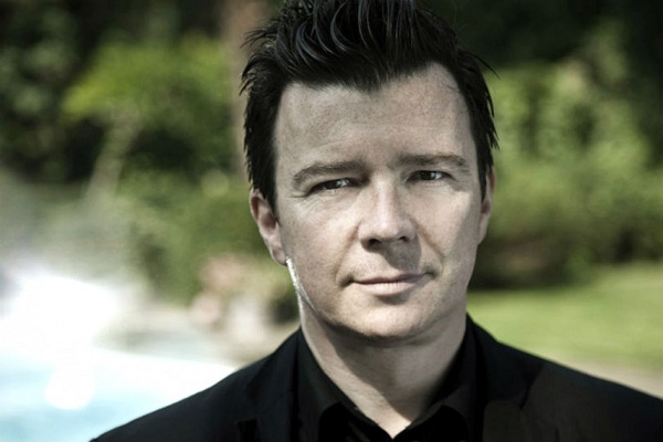 "Rick Astley festeja los 30 años de ""Never Gonna Give You Up"""