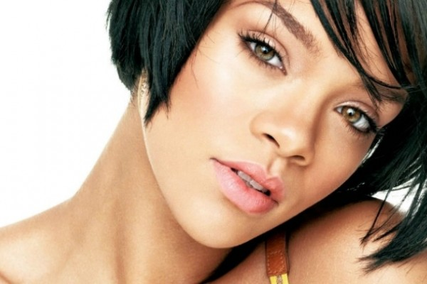 "Rihanna estrenó el clip de ""Sledgehammer"", del filme ""Star Trek: sin límites"""