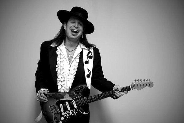 Hace 25 años fallecía en un accidente Stevie Ray Vaughan, el renovador del blues