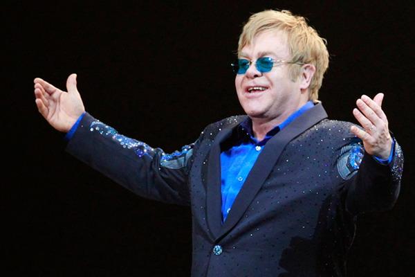 Elton John quiere reunirse con Putin y discutir los derechos de los gays en Rusia