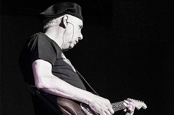 El guitarrista de La Unión padece cáncer de laringe