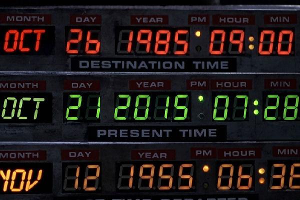 Marty McFly llega al futuro y lo recibimos con música