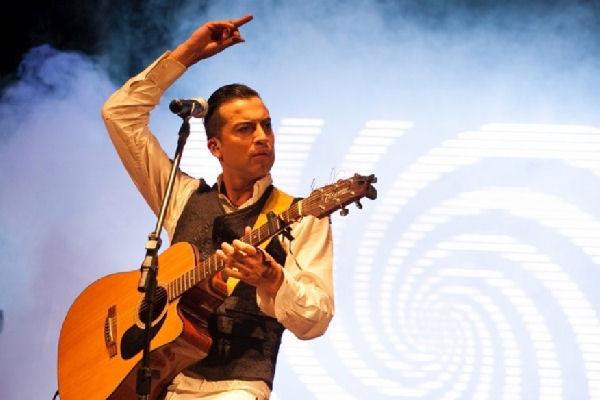 Cristian Flores presenta su segundo disco en el Teatro Municipal