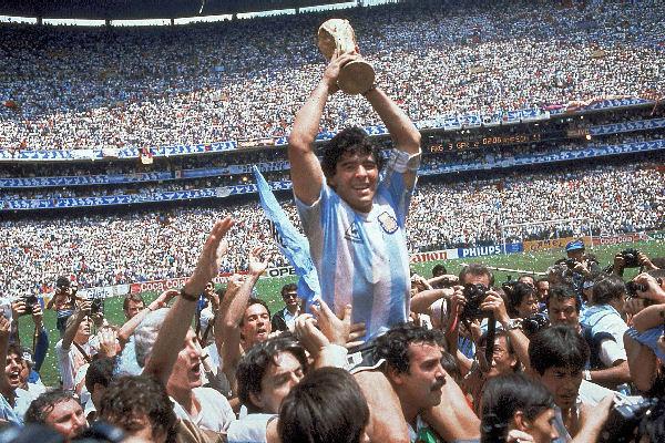 En su cumpleaños, 10 canciones dedicadas a Diego Armando Maradona
