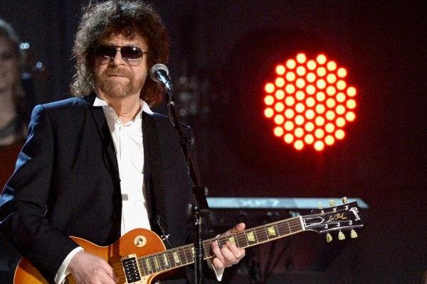 Jeff Lynne no sabe cómo terminó saliendo de gira otra vez