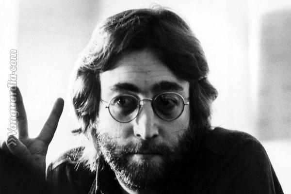 Publican un video inédito de John Lennon y George Harrison tocando en el estudio