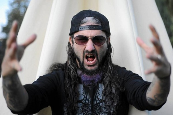 Video: Mike Portnoy toca una batería… ¡de Hello Kitty!