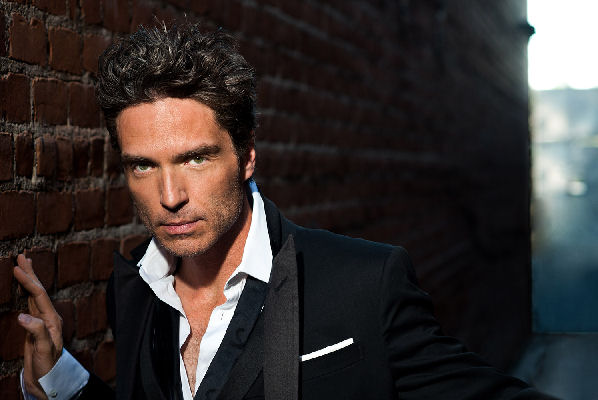 "Richard Marx celebra los 30 años de ""Right Here Waiting"""
