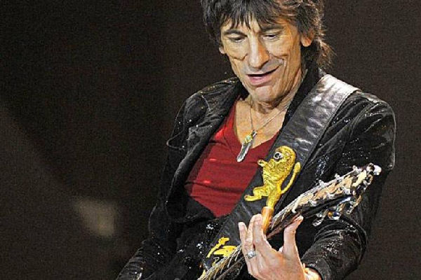Ronnie Wood rinde tributo a Chuck Berry en el álbum en vivo «Mad Lad»