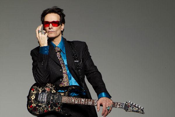 Steve Vai recuperó la guitarra que había sido robada