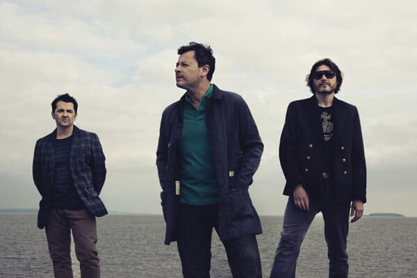 "Manic Street Preachers comparte su nuevo single, ""Distant Colours"""