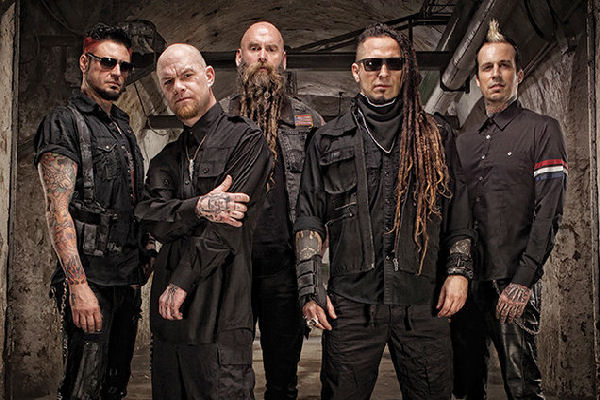 La banda de heavy metal Five Finger Death Punch es demandada por su sello discográfico