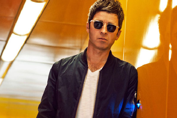Noel Gallagher publicó la bailable «Black Star Dancing», anticipo de su próximo EP