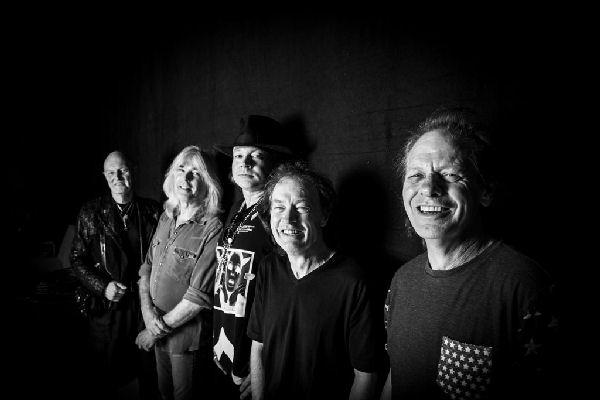 Angus Young siembra dudas sobre el futuro de AC/DC
