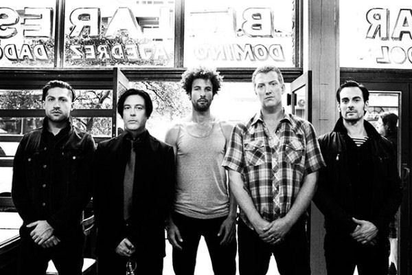 "Queens of the Stone Age estrenó el videoclip de ""The Way You Used To Do"""
