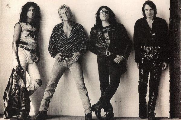 Reeditan «Zona de nadie» y «Que sea rock», los dos últimos discos de Riff