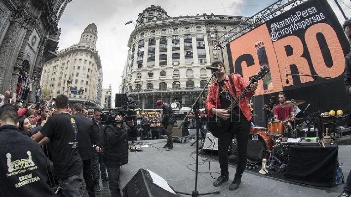 Ciro y Los Persas ofreció un sorpresivo show en el microcentro porteño