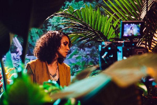 """La guatemalteca Gaby Moreno presenta el video de """"Se apagó"""""""