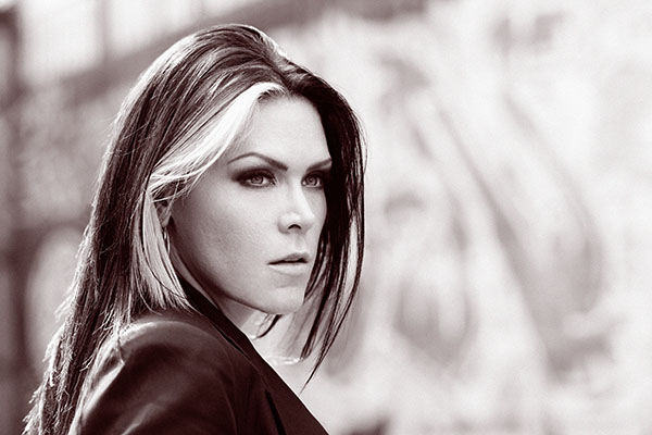 Beth Hart adelanta su álbum «Fire On the Floor»