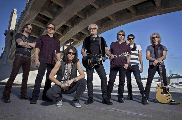 "Foreigner ha estrenado una nueva versión benéfica de su clásico ""I Want to Know What Love Is"""