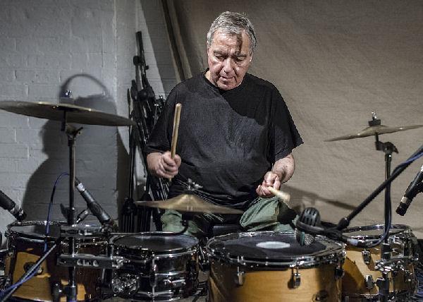 Falleció Jaki Liebezeit, baterista y miembro fundador de Can