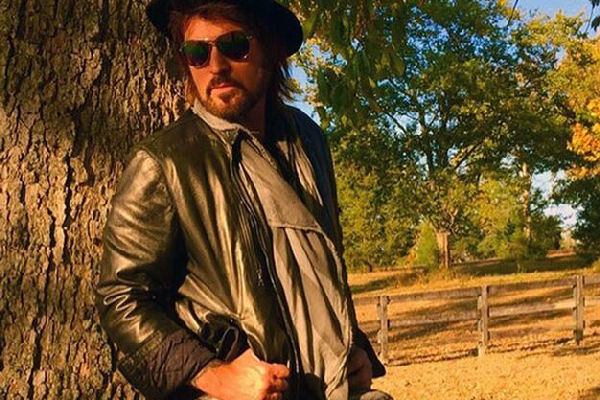"""Billy Ray Cyrus cambia su nombre y graba una nueva versión de """"Achy Breaky Heart"""""""