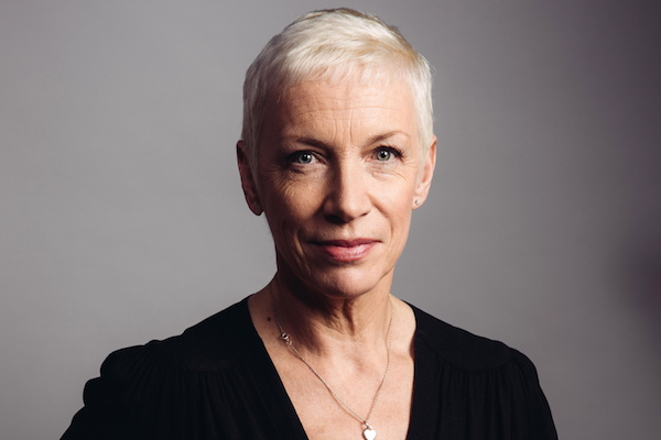 "Annie Lennox rompe un silencio de ocho años con ""Requiem for a Private War"""