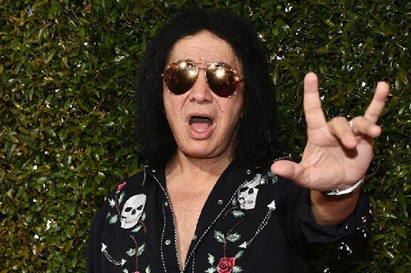 """Gene Simmons desistió de registrar a su nombre los """"cuernitos del metal"""""""