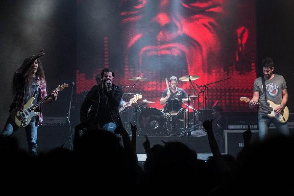 Lörihen estrenó un cover de AC/DC con el «Tano» Marciello como invitado