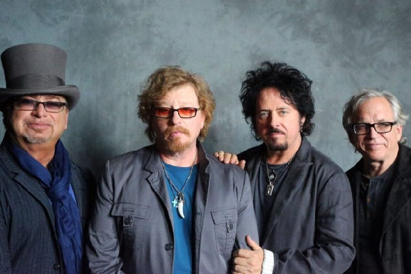 """Toto publicó la versión de estudio de """"Hash Pipe"""", de Weezer"""