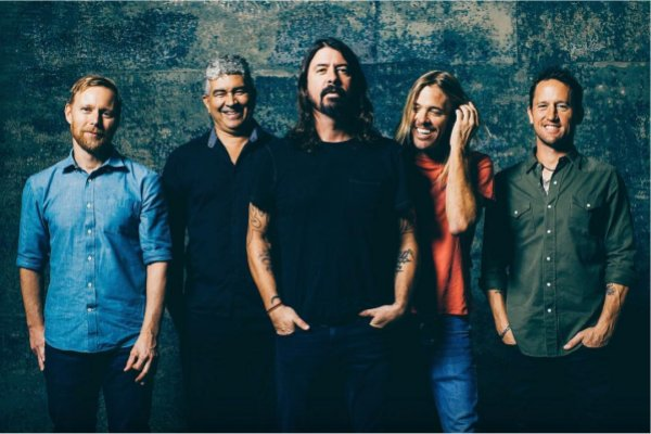 Foo Fighters posterga un par de shows porque Dave Grohl se quedó sin voz