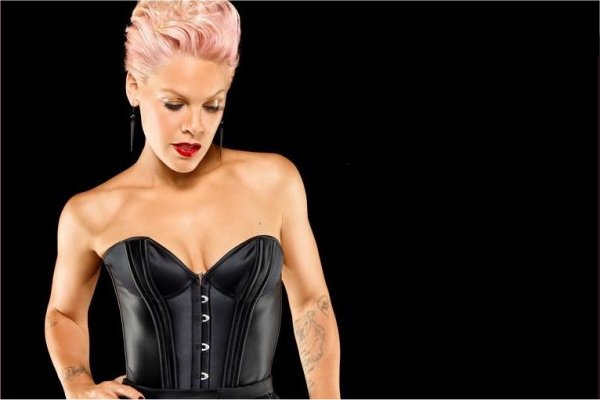 Pink regresa con el esperanzador single «Walk Me Home»