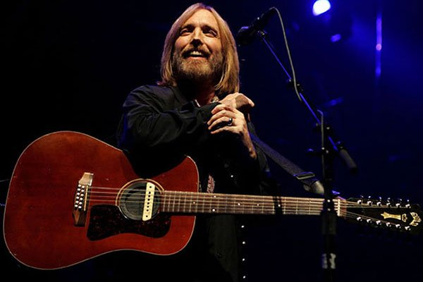 Confirman la muerte del legendario rockero estadounidense Tom Petty