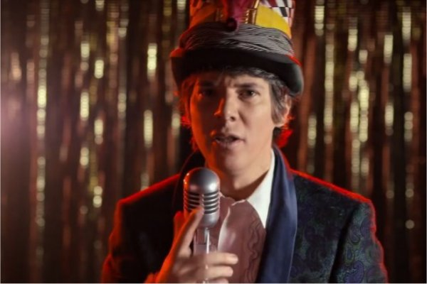 "Maxi Trusso presenta el single y videoclip ""Knocking at the Sun"""