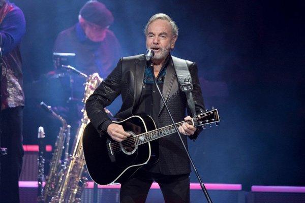 Fans de Neil Diamond donan el dinero reembolsado de sus entradas a entidades benéficas