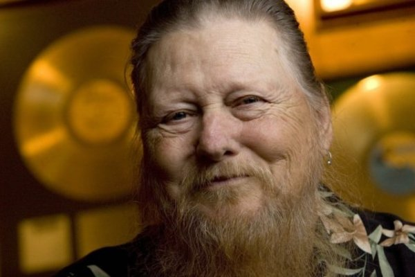 Falleció Mickey Jones, actor y ex baterista de Bob Dylan
